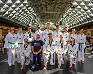 Taekwondo bemutató a Bálnában