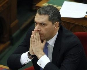 Orbán miatt lett elege a miniszterségből Lázárnak?