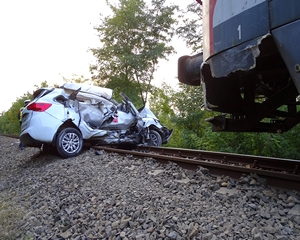 Elcsapott a vonat egy autót Kishomoknál
