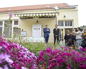 A vásárhelyi önkormányzat festményeket adományozott az Alkotóháznak