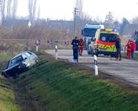 Nem voltak bekötve - halálos baleset Szikáncsnál