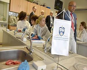 Nobel-díjas vendég a vásárhelyi gimnáziumban