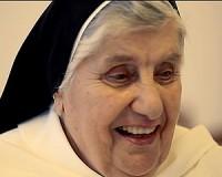 A földön jár de az égre néz - 90 éves Ármella nővér