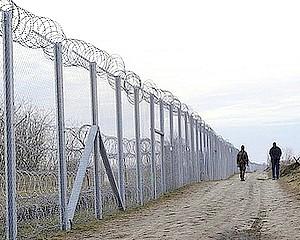 Újra nagyobb katonai létszám a határnál