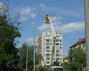 Rávilágítanak a lámpacserés ügyekre?