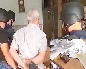 A betárazott pisztolyt rászegezte a postás hölgyre - Hat évet kapott