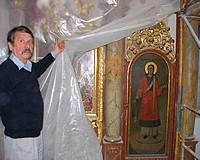 Restaurátorok keze által szépül meg az ikonosztáz
