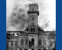 A vörös csillag miatt égett le a városháza tornya