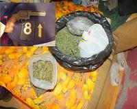 Pisztoly és marihuana