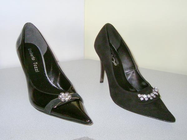 0a6775624a Még mindig a fekete az uralkodó, de az új trend a strasszokkal, csillogó  díszekkel ékesített alkalmi cipő.